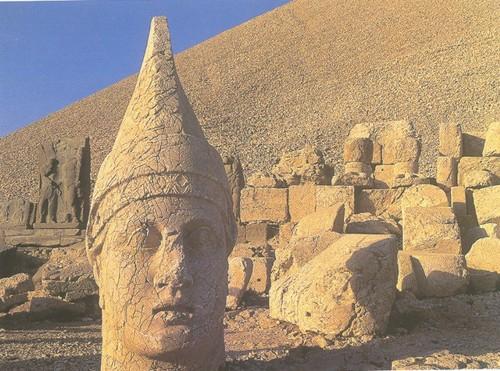 El Mausoleo de Antíoco I en Nemrut Daği