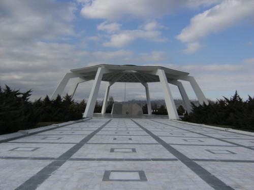 El museo y cementerio estatal de ankara for Cementerio jardin del mar