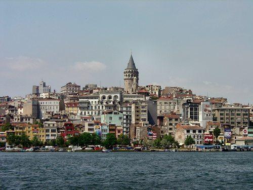 Al otro lado del Puente del Gálata, una ruta de Estambul